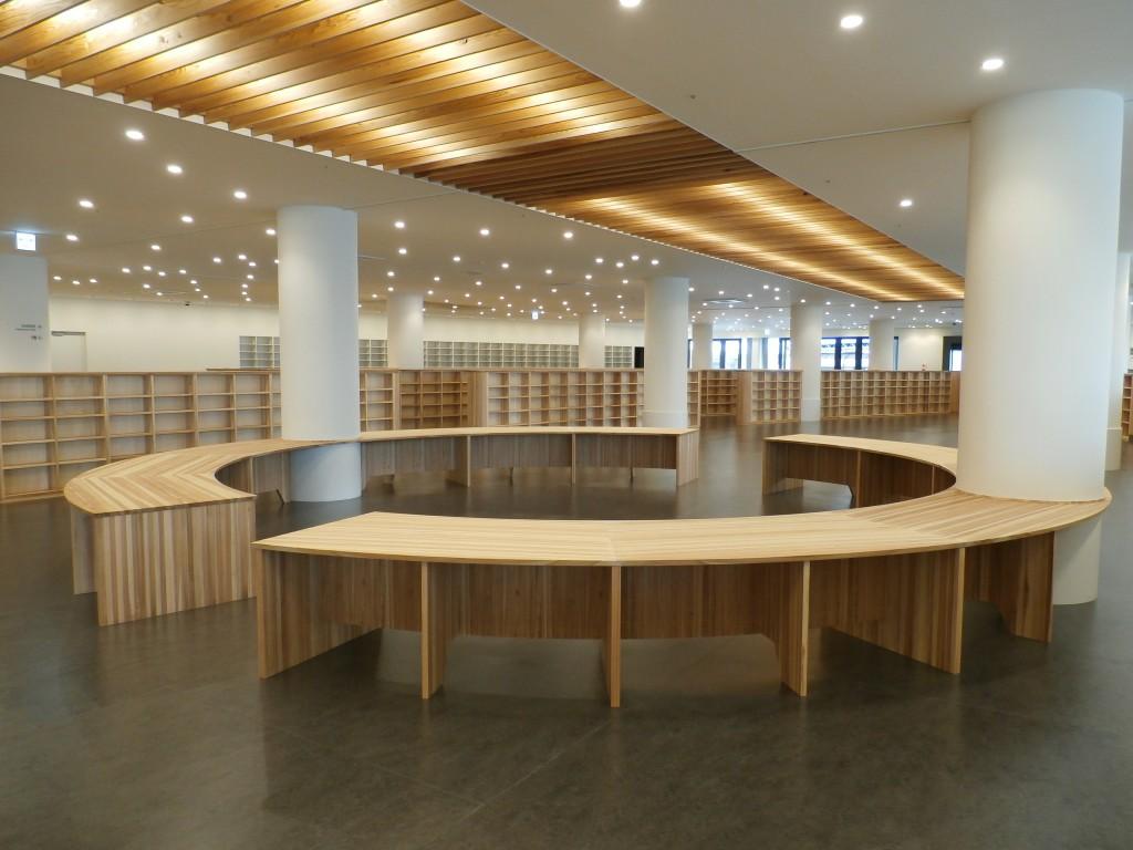 南魚沼市図書館「えきまえ図書館 本の杜」